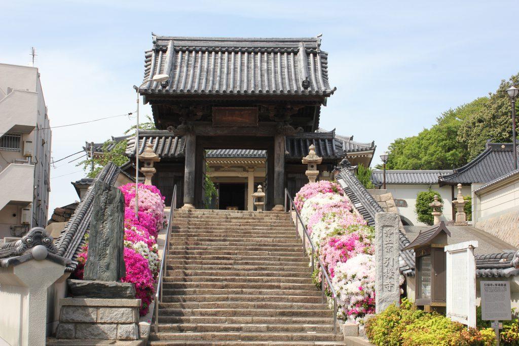 幾多の激動時代もこの地にあり続けた寺院