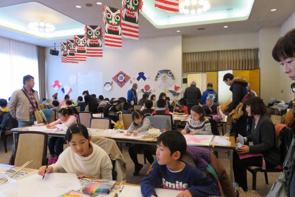 亀山さんで「凧づくり教室」!自分の凧を…