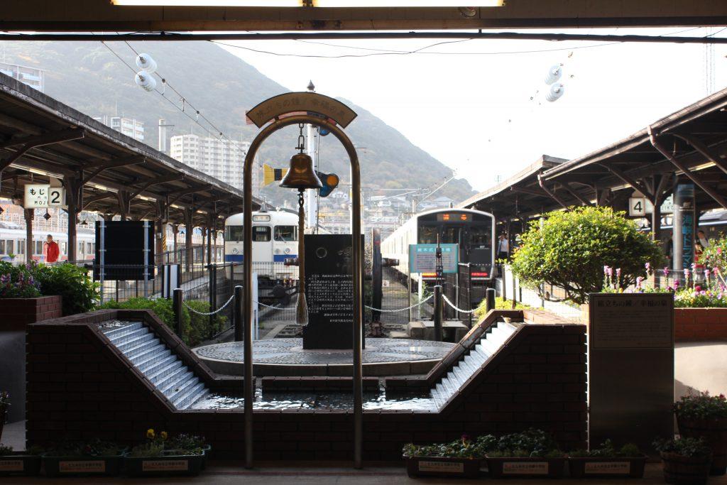 駅ホームと洗面台の謎